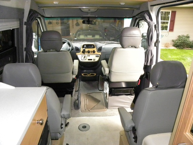 With rear captainu0027s chairs installed & With rear captainu0027s chairs installed - Members Gallery - FMCA RV ...
