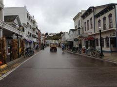 Mackinac street shops