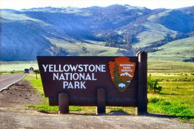 ynp-yellowstone-entry-sign.thumb.jpg.9369ff8a2757f3d02dbedca296000033.jpg
